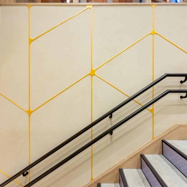 珪藻土の金継ぎイメージ仕上げ - 東京駅一番街「東京グルメゾン」に施工