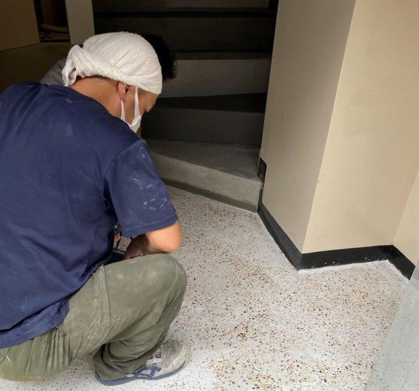 洗い出しシートを床面に施工。石種は桂林。原田左官施工