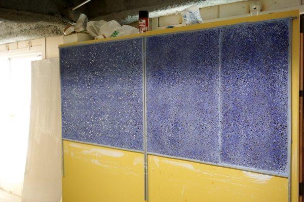 青いガラス洗い出しの試験施工、仕上がりの状態