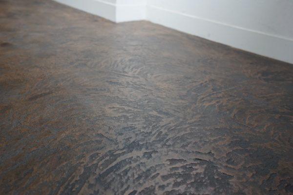 コッチョペースト入りオルトレマテリアエコピエトラ仕上げの床