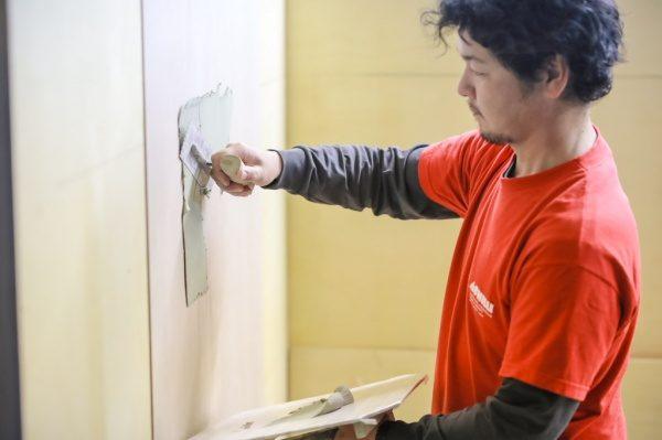 原田左官横山さん壁施工風景