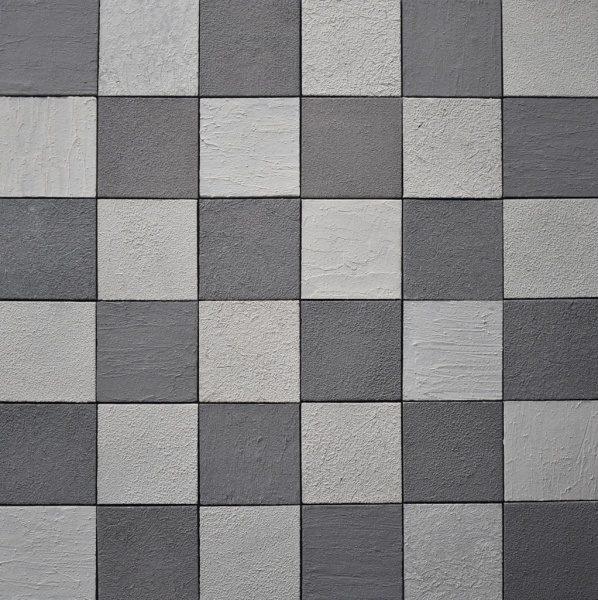 グレーとホワイト2色ミックスの和のタイル。市松模様に並べた施工例