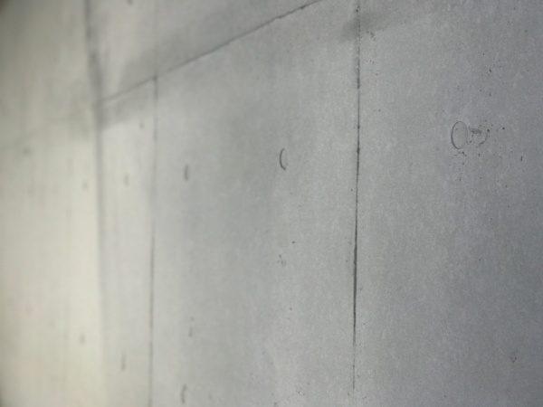 原田左官オリジナル「コンクリート打ち放し風仕上げ」仕上がった壁のアップ画像