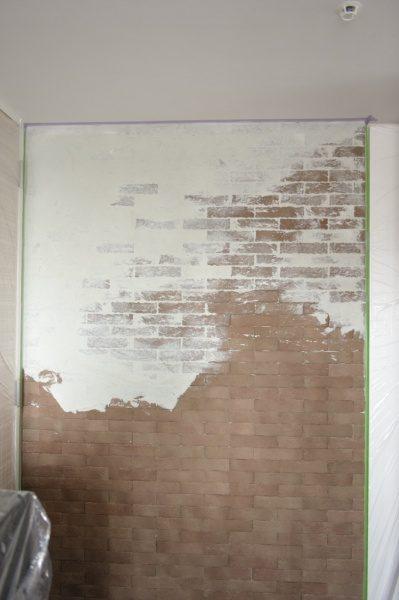 ブリックタイル+白左官材で施工した壁