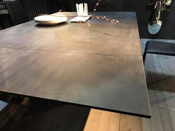 オルトレマテリアテーブルの施工例